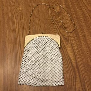 WHITING & DAVIS WHITE MESH SHOULDER BAG